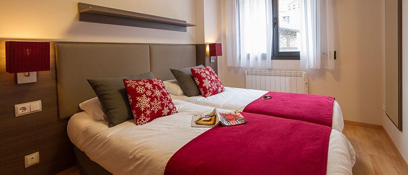 Residence Andorra Apartments, bedroom.jpg